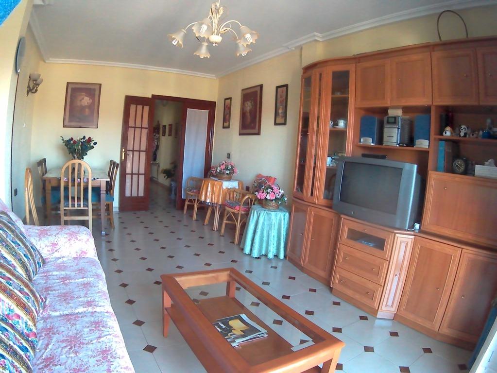 Ref 255.  Rebajado!! Amplio y luminoso piso de tres dormitorios